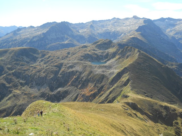 The ridge up to the summit; the bump of Pic Rouge de Bassiès visible on the horizon